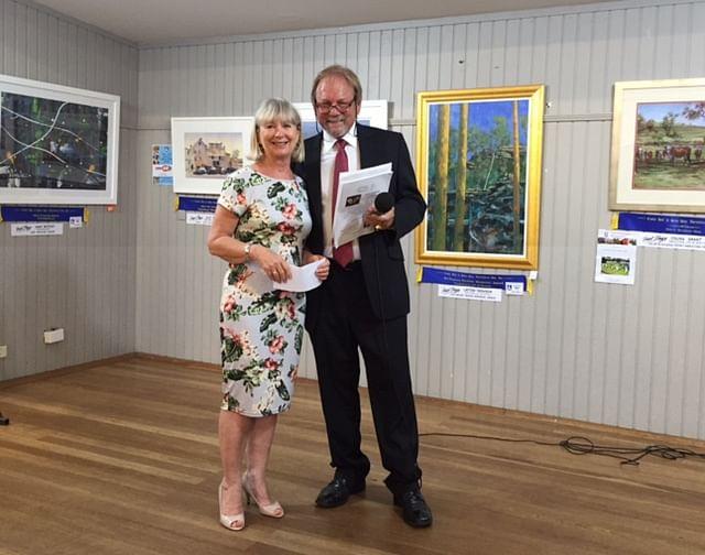 Sydney Diamond Specialist Awarding Local Artist